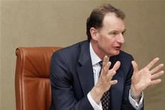 <p>Harry Kenyon-Slaney, directeur général de la branche diamants et minéraux de Rio Tinto. Le troisième groupe minier mondial envisage de céder son activité dans les diamants, d'une valeur comptable de 1,2 milliard de dollars, tournant le dos comme son concurrent BHP Billiton à un segment qui a perdu de son éclat. /Photo prise le 10 mars 2010/REUTERS/Simon Newman</p>