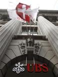<p>Le parquet de Paris a ouvert le 12 avril une information judiciaire concernant les activités en France de la banque suisse UBS, qui est soupçonnée d'aide à l'évasion fiscale, selon une porte-parole du bureau du procureur. La banque helvétique est suspectée d'avoir organisé un démarchage commercial en France ayant pour objet de proposer des placements soustrayant des fonds au fisc français. /Photo prise le 13 avril 2012/REUTERS/Arnd Wiegmann</p>