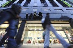 <p>Marks & Spencer publie un chiffre d'affaires inférieur aux attentes au titre du quatrième trimestre de l'exercice 2011-2012, mais annonce que le résultat de l'exercice sera conforme aux attentes. /Photo d'archives/REUTERS/Ki Price</p>