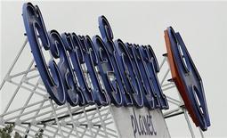 <p>Le titre CARREFOUR s'adjugeait 3,6% vers 12h36 à la Bourse de Paris, tandis que le CAC 40 gagnait 1,62% à 3.257,52 points. ING a relevé son conseil sur le groupe de distribution à conserver, contre vendre. /Photo d'archives/REUTERS/Régis Duvignau</p>