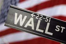 <p>Wall Street a ouvert en forte hausse mardi, à la faveur d'une forte demande qui s'est manifestée pour une adjudication de l'Espagne et de résultats de sociétés qui, pour certains, ont dépassé le consensus. Dans les premiers échanges, le Dow Jones gagnait 1,0%, le S&P-500 avançait de 0,74% et le Nasdaq Composite progressait de 0,67%. /Photo d'archives/REUTERS/Eric Thayer</p>
