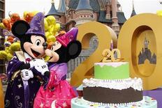 <p>Euro Disney a creusé sa perte et vu marge Ebitda se réduire au premier semestre 2011-2012 à la suite des coûts liés aux festivités pour son 20e anniversaire. /Photo prise le 31 mars 2012/REUTERS/Benoît Tessier</p>