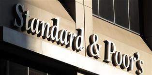 """<p>La victoire de François Hollande aux élections présidentielles n'a aucune incidence immédiate sur la note de la France, annonce l'agence de notation Standard & Poor's, qui est à """"AA+"""" avec perspective négative. /Photo prise le 2 août 2011/REUTERS/Brendan McDermid</p>"""