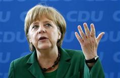 <p>L'Allemagne ne renégociera pas le pacte européen de discipline budgétaire et rejette toute mesure de stimulation de la croissance qui augmenterait l'endettement, a déclaré lundi Steffen Seibert, porte-parole de la chancelière Angela Merkel. /Photo prise le 7 mai 2012/REUTERS/Fabrizio Bensch</p>