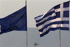 <p>La Grèce pourrait se retrouver à court de financements d'ici la fin du mois de juin en l'absence d'un gouvernement apte à négocier une nouvelle tranche d'aide avec l'Union européenne et du Fonds monétaire international, a-t-on appris lundi de trois responsables du ministère grec des Finances. /Photo d'archives/REUTERS/Yannis Behrakis</p>