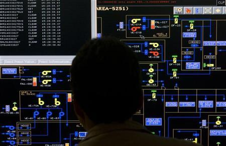 An employee works on a computer on the P-51 oil rig of Brazilian oil giant Petrobras at Angra dos reis in Rio de Janeiro August 21, 2008. REUTERS/Bruno Domingos