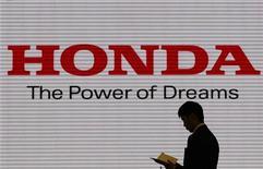 <p>Le HondaJet, de la filiale de Honda Motor, est bien décidée à tailler des croupières à l'américain Cessna (groupe Textron) et au brésilien Embraer sur le marché des avions d'affaires légers. /Photo prise le 31 janvier 2012/REUTERS/Toru Hanai</p>