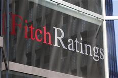<p>Les 29 plus grandes banques mondiales ont besoin de 566 milliards de dollars au total pour se conformer aux nouvelles règles plus strictes en matière de fonds propres, ce qui pourrait affecter durement leur rendement, les forcer à réduire leur dividende ou à augmenter leurs tarifs, selon Fitch Ratings. /Photo d'archives/REUTERS/Jessica Rinaldi</p>