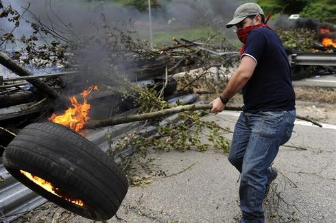 Coal miners block Spanish highway