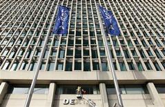 <p>La Belgique et la France sont parvenus à un accord pour augmenter à 55 milliards d'euros le montant des garanties apportées à Dexia pour couvrir ses besoins de financement, a déclaré mercredi le ministre français de l'Economie Pierre Moscovici. /Photo prise le 27 février 2012/REUTERS/François Lenoir</p>