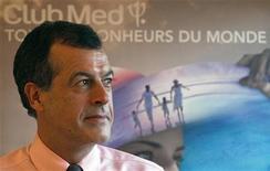 <p>Henri Giscard d'Estaing, PDG du Club Méditerranée. Le groupe a fait état jeudi d'un retournement à la baisse de ses réservations d'été en Europe et a revu en légère baisse sa prévision de marge pour l'ensemble de cette année, des annonces qui font reculer son titre en Bourse. /Photo d'archives/REUTERS/ Charles Platiau</p>