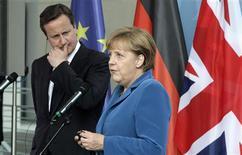 <p>Angela Merkel à Berlin lors d'une conférence de presse conjointe avec le Premier ministre britannique David Cameron. L'Allemagne est prête à utiliser tous les outils existants pour lutter contre la crise de la dette de la zone euro, a déclaré jeudi la chancelière allemande, alors que se précise l'hypothèse d'une demande d'aide de la part de l'Espagne pour renflouer ses banques. /Photo prise le 7 juin 2012/REUTERS/Tobias Schwarz</p>