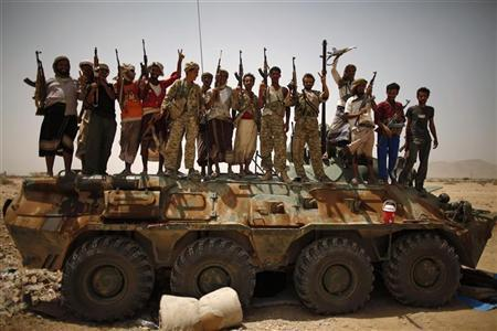 Members of Yemen's elite Republican Guard and pro-army tribesmen gather for a group photo atop a military vehicle as they secure a road leading to Lawdar town in the southern province of Abyan June 19, 2012. REUTERS/Khaled Abdullah (YEMEN - Tags: POLITICS CIVIL UNREST MILITARY)
