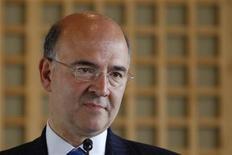 <p>La France aura besoin de sept à dix milliards d'euros d'économies supplémentaires pour atteindre son objectif de déficit budgétaire en 2012, estime le ministre de l'Economie et des Finances Pierre Moscovici. /Photo prise le 13 juin 2012/REUTERS/Gonzalo Fuentes</p>