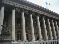 <p>Les Bourses européennes sont en baisse lundi en ouverture, prolongeant la tendance observée ces deux dernières séances. A Paris, le CAC 40 reculait de 0,80% à 3.066,20 points. /Photo d'archives/REUTERS</p>