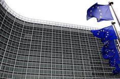<p>Selon un document préparé pour le sommet européen de jeudi et vendredi à Bruxelles, la zone euro pourrait créer un Trésor pour la monnaie unique et émettre des euro-obligations à moyen terme pour finaliser une union budgétaire. /Photo d'archives/REUTERS/Yves Herman</p>