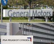 <p>General Motors compte construire les futures versions des Citroën C5 et Peugeot 508 à l'usine allemande de Rüsselsheim selon le Frankfurter Allgemeine Zeitung, citant des responsables syndicaux. /Photos d'archives/REUTERS/</p>