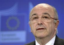 <p>Le commissaire européen à la concurrence Joaquin Almunia a déclaré que Microsoft n'avait peut-être pas respecté une injonction de 2009 de l'Union européenne en matière de choix entre navigateurs internet et s'exposait éventuellement à de lourdes amendes. /Photo prise le 17 juillet 2012/REUTERS/Eric Vidal</p>