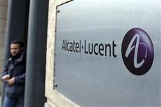 <p>Le titre Alcatel-Lucent a touché un nouveau plus bas historique, à la veille de la publication des résultats semestriels du groupe et une semaine après un avertissement sur les marges. A 17h12, l'action reculait de 4,19% à 0,8680 euro, plus forte baisse du CAC 40, après avoir reculé jusqu'à 0,866 euro, tombant ainsi sous son plus bas de 0,87 euro atteint le 9 mars 2009. /Photo d'archives/REUTERS/Charles Platiau</p>
