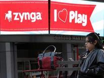 <p>Le concepteur de jeux Zynga a écrasé sa prévision de bénéfice pour 2012 après un deuxième trimestre nettement inférieur aux attentes, faisant plonger le titre de 40% dans les transactions d'après-Bourse. /Photo d'archives/REUTERS/Brendan McDermid</p>
