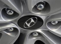 <p>Hyundai Motor a fait état jeudi d'un bénéfice net en hausse de 10% au titre du deuxième trimestre, conformément aux attentes, avec la progression soutenue de ses ventes malgré la faiblesse de la conjoncture en Europe et en Chine. /Photo d'archives/REUTERS/Kim Hong-Ji</p>