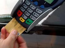 <p>Ingenico, le spécialiste des terminaux de paiements, a confirmé jeudi ses objectifs pour 2012 après avoir enregistré des résultats en forte hausse au premier semestre, notamment grâce à son activité dans les pays émergents. /Photo d'archives/REUTERS</p>