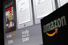 <p>Amazon.com a annoncé jeudi une hausse moins prononcée que prévu de son chiffre d'affaires trimestriel, ce qui se traduit par une baisse du titre du géant de la vente en ligne dans des échanges d'après-Bourse. /Photo d'archives/REUTERS/Shannon Stapleton</p>