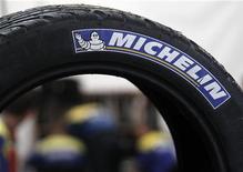 <p>Michelin confirme tabler sur une nette hausse de son résultat opérationnel 2012 en dépit d'un marché automobile toujours très difficile, en particulier en Europe. /Photo d'archives/REUTERS/Régis Duvignau</p>