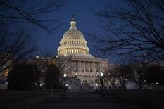 <p>Imagen de archivo del Capitolio estadounidense en Washington, ene 24 2012. A pesar de las crecientes preocupaciones por la amenaza de ciberataques, las opciones de que en Estados Unidos se apruebe una nueva ley de ciberseguridad este año se apagaron el jueves debido a que los senadores republicanos bloquearon un proyecto que habría permitido al gobierno y a las compañías compartir información sobre ataques en las redes computacionales. REUTERS/Jonathan Ernst</p>
