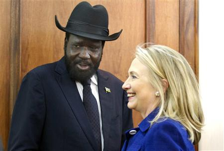 U.S. Secretary of State Hillary Clinton (R) meets with South Sudanese President Salva Kiir at the Presidential Office Building in Juba August 3, 2012. U.S. Secretary of State Clinton urged South Sudan and Sudan on Friday to end an oil dispute that has brought the neighbors to the brink of war, during the highest-level visit of a U.S. official to Juba since its independence a year ago. REUTERS/Jacquelyn Martin/Pool