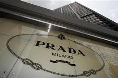 <p>L'italien Prada a enregistré une hausse de 36,5% de son chiffre d'affaires au premier semestre, notamment grâce à une croissance asiatique solide qui a bénéficié à ses marques Prada et Miu Miu. /Phoot prise le 6 juin 2011/REUTERS/Bobby Yip</p>