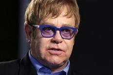<p>Imagen de archivo del cantautor Elton John durante una entrevista en Washington, jul 23 2012. Hace más de 20 años, el cantante y compositor Elton John estuvo, según ha reconocido él mismo, viviendo una vida repugnante de autocompasión y abuso de drogas. Después conoció a Ryan White. REUTERS/Kevin Lamarque</p>