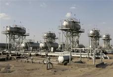 <p>Les cours du pétrole ont terminé en hausse de près de 1% lundi à New York, profitant à la fois de la bonne tenue des places boursières, du recul du dollar et de la persistance des tensions dans le Moyen-Orient. /Photo d'archives/REUTERS/Mohammed Ameen</p>