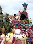 <p>Euro Disney a annoncé mardi une hausse de son chiffre d'affaires au troisième trimestre de son exercice 2011-2012 à la faveur d'une augmentation des dépenses des visiteurs et de la fréquentation des deux parcs à thème. /Photo d'archives/FRANCE EURODISNEY</p>