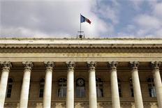 <p>Les principales Bourses européennes sont en baisse dans les premiers échanges mercredi, les investisseurs prenant une partie de leurs gains après un plus haut de quatre mois dans l'attente d'une plus grande visibilité sur ce que pourraient faire les banques centrales. Vers 10h00 à Paris, le CAC 40 cédait 0,54%, la Bourse de Francfort reculait de 0,42% et celle de Londres abandonnait 0,57%. /Photo d'archives/REUTERS/Charles Platiau</p>