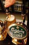 <p>Malgré un résultat opérationnel du deuxième trimestre inférieur aux attentes, Carlsberg a maintenu inchangées ses prévisions annuelles en raison d'une amélioration constatée en Russie, marché clef pour le brasseur danois. /Photo d'archives/REUTERS/Toby Melville</p>