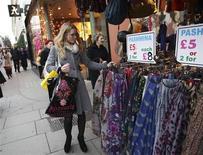 <p>Les ventes au détail en Grande-Bretagne ont augmenté contre toute attente en juillet, et celles du mois de juin ont été revues à la hausse, alimentant l'espoir d'une sortie du pays de la récession grâce à la consommation des ménages. /Photo d'archives/REUTERS/Olivia Harris</p>