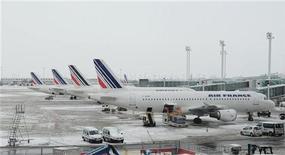 <p>Les pilotes d'Air France se sont déclarés favorables au plan de restructuration de la compagnie en difficulté, selon le résultat du référendum organisé par le Syndicat national des pilotes de lignes (SNPL), largement majoritaire. /Photo d'archives/REUTERS/Julien Muguet</p>