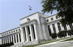 <p>Trois présidents de banques régionales de la Réserve fédérale des Etats-Unis ont exprimé ces derniers jours leurs réticences quant à un nouvel assouplissement monétaire de la part de la Fed. /Photo prise le 19 juin 2012/REUTERS/Yuri Gripas</p>