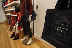 <p>Gap à suivre sur les marchés américains. Le troisième groupe textile mondial a annoncé jeudi une hausse de 26,8% de son bénéfice au deuxième trimestre et a revu à la hausse sa prévision de résultat annuel. /Photo d'archives/REUTERS/Tyrone Siu</p>