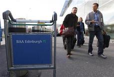 <p>Ferrovial va céder au Qatar pour 607 millions d'euros une fraction de sa participation dans la holding qui détient l'opérateur aéroportuaire britannique BAA. /Photo d'archives/REUTERS/David Moir</p>