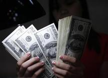 <p>BNP Paribas et Crédit agricole mènent des enquêtes internes sur certains paiements en dollar américain afin de vérifier s'ils pourraient avoir enfreint certaines sanctions américaines. /Photo d'archives/REUTERS/Romeo Ranoco</p>