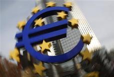 <p>La Banque centrale européenne (BCE) se verra confier un pouvoir de supervision sur l'ensemble des banques de la zone euro à partir du 1er janvier 2014, selon un projet de la Commission européenne publié vendredi par le journal italien Il Sole 24 Ore. /Photo d'archives/REUTERS/Alex Domanski</p>