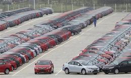 <p>Le président américain Barack Obama, qui accuse Pékin d'avoir illégalement subventionné les fabricants d'automobiles et de pièces détachées entre 2009 et 2011, va lancer ce lundi une procédure devant l'Organisation mondiale du commerce (OMC). /Photo prise le 10 septembre 2012/REUTERS</p>
