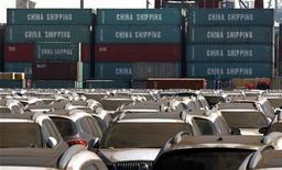"""<p>Les Etats-Unis ont lancé lundi une procédure devant l'Organisation mondiale du Commerce (OMC) contre les subventions à l'exportation chinoises dans le secteur de l'automobile et des pièces détachées. La Chine de son côté a porté plainte contre une nouvelle loi américaine sur les """"droits compensatoires"""", destinée à combattre les subventions ayant un caractère de stimulant des exportations. /Photo prise le 2 mars 2011/REUTERS/David Gray</p>"""