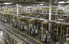 <p>Usine à Lordstown, dans l'Ohio américain. Les commandes de biens durables aux Etats-Unis ont lourdement chuté au mois d'août, assombrissant les perspectives de la croissance américaine malgré des signes d'amélioration du côté du chômage. /Photo d'archives/REUTERS/Aaron Josefczyk</p>