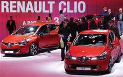 <p>La nouvelle Clio 4 de Renault sera produite à plus de 70% en Turquie et à moins de 30% à Flins. Cette décision consacre la poursuite du basculement hors de France de la fabrication de la célèbre voiture au losange. /Photo prise le 28 septembre 2012/REUTERS/Christian Hartmann</p>