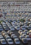 <p>L'alliance entre General Motors et PSA Peugeot Citroën est bien sur les rails, a déclaré Stephen Girsky, vice-président de GM, ajoutant qu'Opel, la filiale européenne du constructeur américain, n'est pas à vendre. /Photo d'archives/REUTERS/Shamil Zhumatov</p>