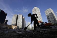 <p>La situation économique de la Chine a été relativement bonne au troisième trimestre et le gouvernement est confiant dans la capacité du pays à atteindre son objectif de 7,5% de croissance sur l'ensemble de l'année, a déclaré mercredi le Premier ministre, Wen Jiabao. /Photo d'archives/REUTERS/Jason Lee</p>