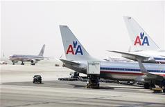 <p>AMR Corp, la société mère d'American Airlines, a publié mercredi un bénéfice net hors éléments exceptionnels meilleur que prévu au troisième trimestre, à la faveur d'une baisse des coûts du carburant et d'une bonne performance à l'étranger. /Photo d'archives/REUTERS/Lucas Jackson</p>